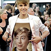 Foto efecto - On the t-shirt of Justin Bieber