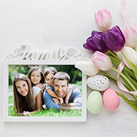 Photo effect - Easter family frame with tulips and eggs