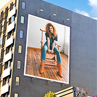 Foto efecto - Huge billboard with a picture of you