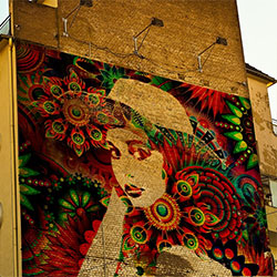 Фотоэффект - Bright graffiti on the building
