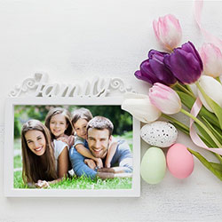 Effet photo - Easter family frame with tulips and eggs