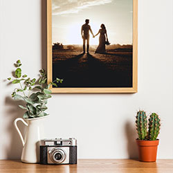 Foto efecto - Wooden photo frame on the white wall
