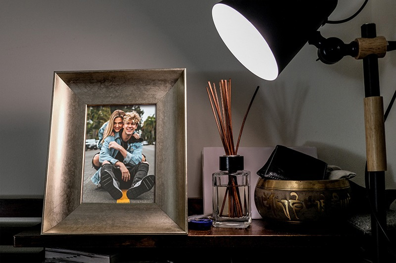 Effect - Bronze photo frame under the light of a lamp